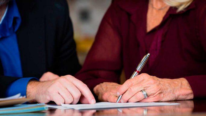Gratis testamente Gratis testamente, ægtepagt, samejekontrakt og begunstigelseserklæring.