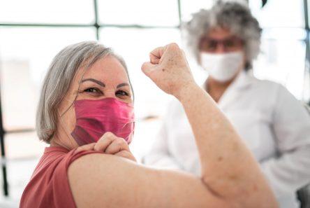 Kvinde over 50får vaccine