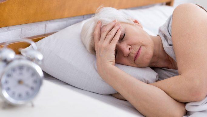 Syg kvinde i seng