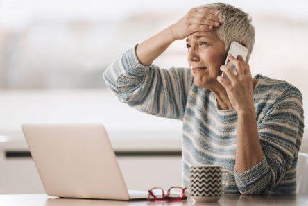 Senior ringer til hotline om identitetstyveri