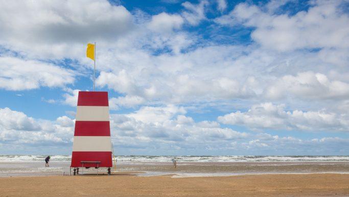 livredder på stranden