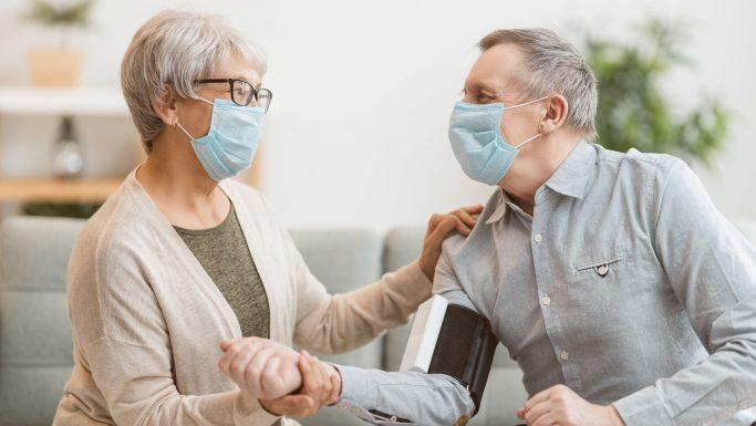 pårørende taler med syg